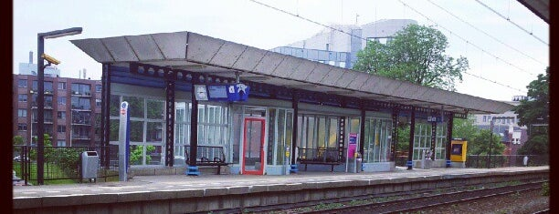 Station Arnhem Velperpoort is one of Public transport NL.