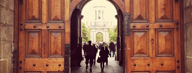 Trinity College Front Gates is one of Dublin: Favourites & To Do.