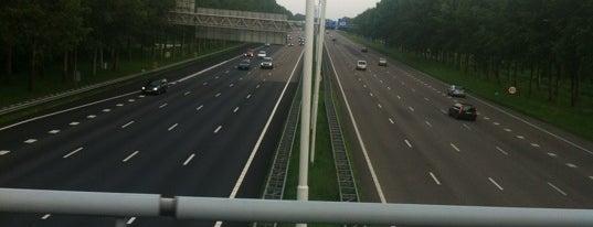 Brug over de A2 Ouderkerk is one of Bridges in the Netherlands.