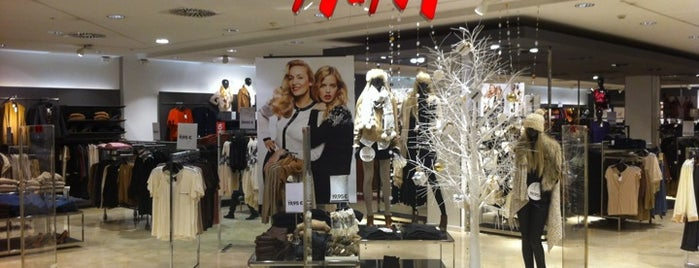 H&M is one of Lugares con descuentos.