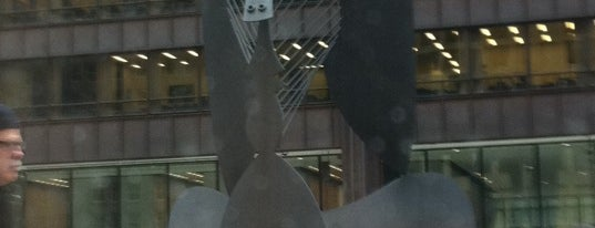 Daley Plaza Picasso is one of Famous Statues Around the World.