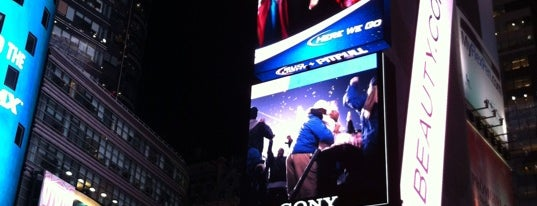 Times Square is one of Mis lugares más queridos !.