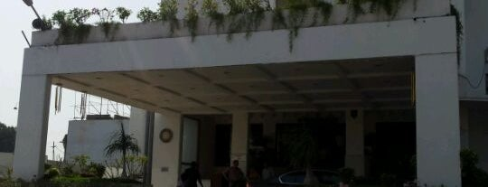 Surya Palace Hotel is one of My done favourietzz.