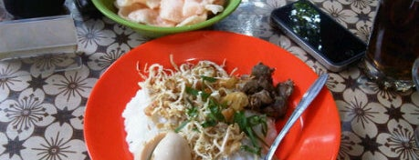 Bubur Ayam Mang H. Oyo is one of Bandung's Legendary Eateries.