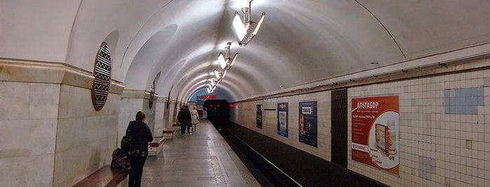 Станція «Вокзальна» is one of Київський метрополітен.