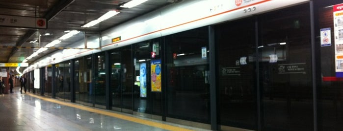Dongguk Univ. Stn. is one of Subway Stations in Seoul(line1~4 & DX).