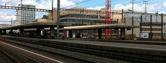 Bahnhof Zürich Altstetten is one of Bahnhöfe.