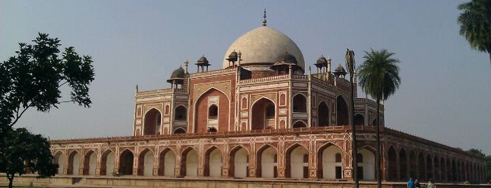 Humayun's Tomb is one of Date spots.