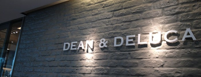 DEAN & DELUCA CAFE is one of 🍰デザート・スイーツ🍰.