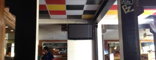 PZ Pizzeria & Zandwicheria is one of Sandwicherias de Santiago.