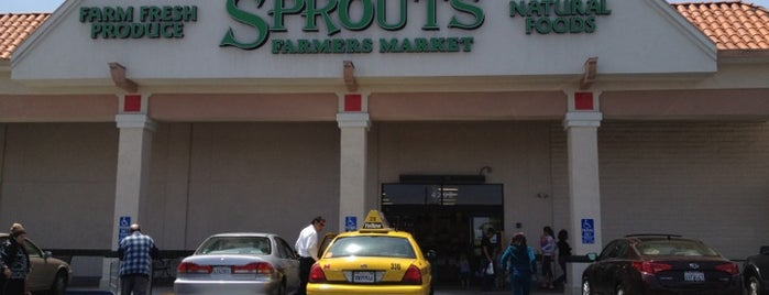 Sprouts Farmers Market is one of Vegan <3.