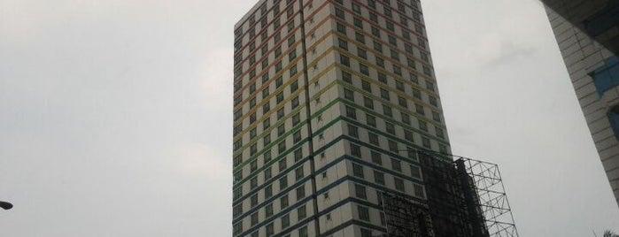 Twin Plaza Hotel Jakarta is one of Transportasi & Akomodasi.