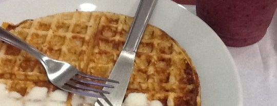 Pankekas & Waffles is one of Flamboyant Shopping Center.