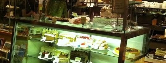 Pastiche Fine Desserts & Café is one of Blueberries.