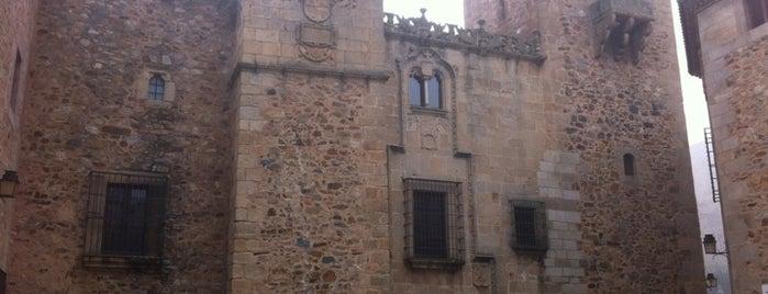 Palacio de los Golfines de abajo is one of Descubriendo Cáceres.