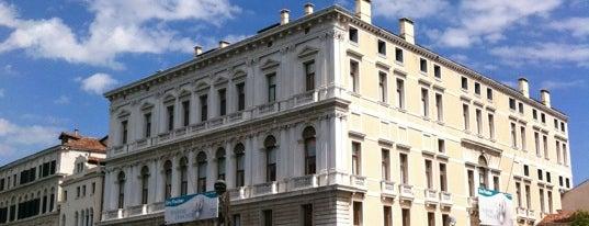 Palazzo Grassi is one of ZeroGuide • Venezia.