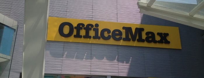 Office Max is one of Carolinaさんのお気に入りスポット.