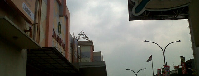 Cimahi Mall is one of andy.