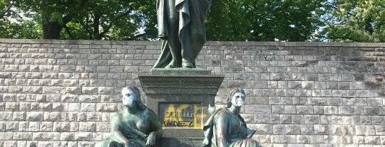 Schillerpark is one of Berlin parks.