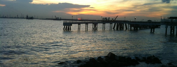 Labrador Jetty (Rocky Shore and Jetty) is one of Trek Across Singapore.