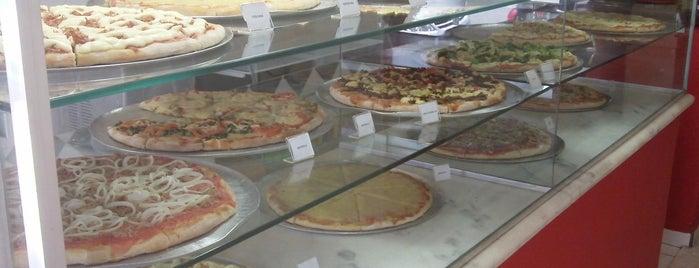 Vitrine da Pizza - Pizza em Pedaços is one of Casa NINA.