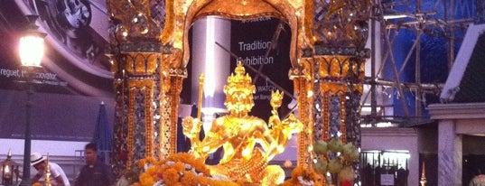Erawan Shrine is one of Holy Places in Thailand that I've checked in!!.