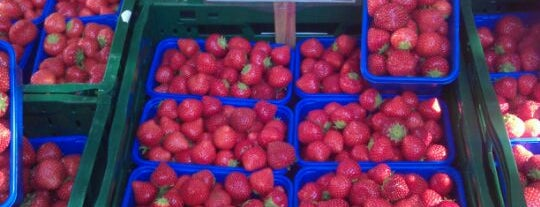 Wochenmarkt Boxhagener Platz is one of Markets - Fruits & Food.