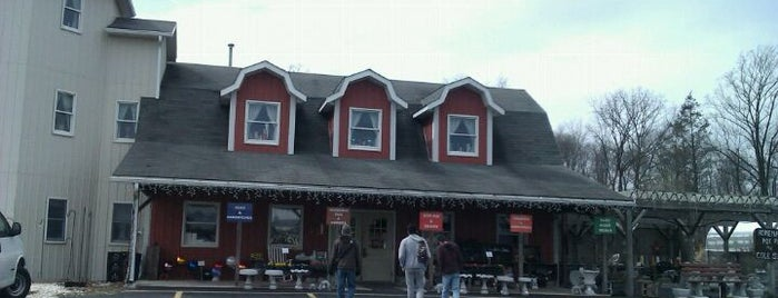 Hitz Farm Market is one of Farm Markets and Organic Food in Lancaster.