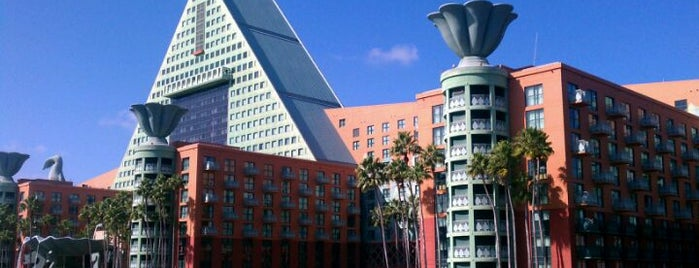 Walt Disney World Dolphin Hotel is one of My favorite hotels.