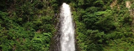 雨滝 is one of 日本の滝百選.