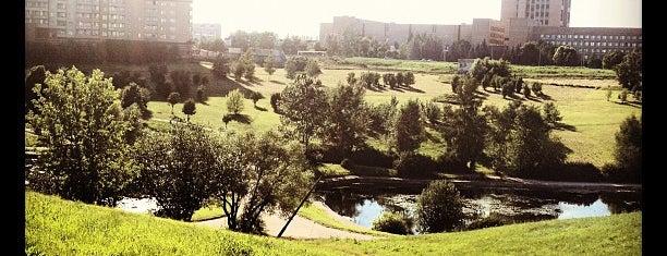 Парк Олимпийской деревни is one of Сады и парки Москвы.
