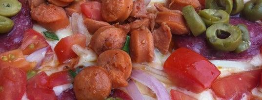 Voraz Pizza is one of 8 mejores pizzerías de Santiago según Saborizante.