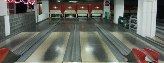 Atomic Bowl Duckpin is one of Exploring Indy #4sqCities #VisitUS.