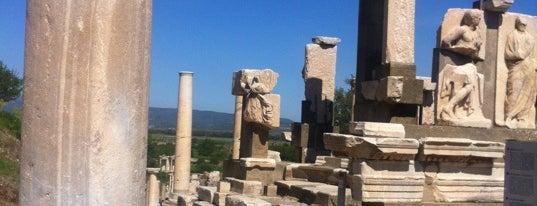 Efes is one of İzmir.