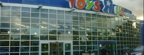 "Toys""R""Us is one of Orlando - Compras (Shopping)."