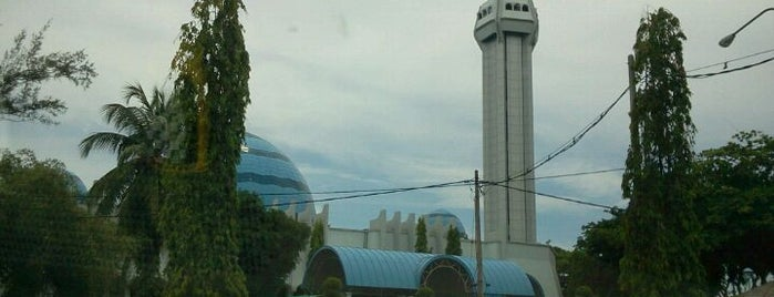 Masjid Al-Muktafi Billah Shah (Masjid Ladang) is one of masjid.