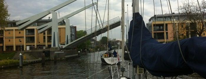 Swaenswijkbrug is one of Bridges in the Netherlands.