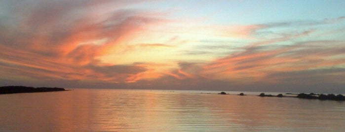 Sunset Beach is one of Yanbu.