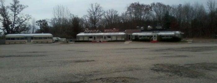 Rosie's Diner is one of Food Paradise.