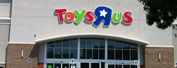 "Toys""R""Us / Babies""R""Us is one of Chrisさんのお気に入りスポット."