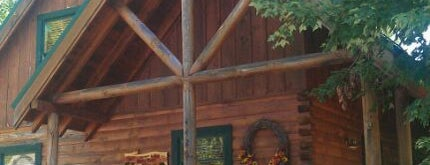 Cozy Bear Rental Cabin by Cabin Fever Vacations is one of Pet Friendly Cabins in the Smokies.