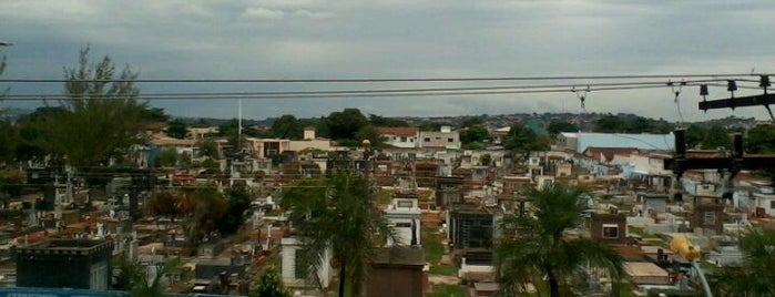 Cemitério Nossa Senhora de Sant'Ana is one of Lugares....