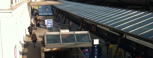 Bahnhof Zürich Stadelhofen is one of Bahnhöfe.