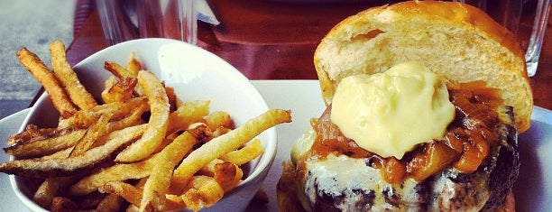 5 Napkin Burger is one of Favoritos em New York.