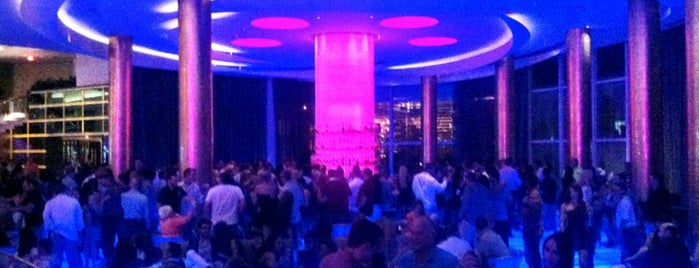 Bleau Bar @ Fontainebleau is one of The 15 Best Places That Are Good for Singles in Miami Beach.