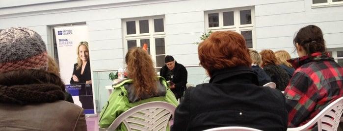 Katedra anglistiky a amerikanistiky UK is one of Noc literatúry 2012.