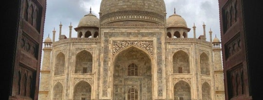 Taj Mahal is one of Places To See Before I Die.