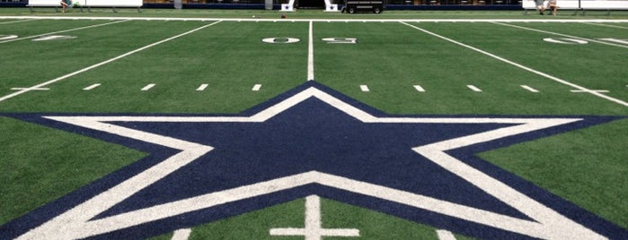 AT&T Stadium is one of Meus lugares.