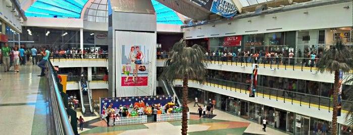 Centro Comercial Las Américas is one of Lugares.