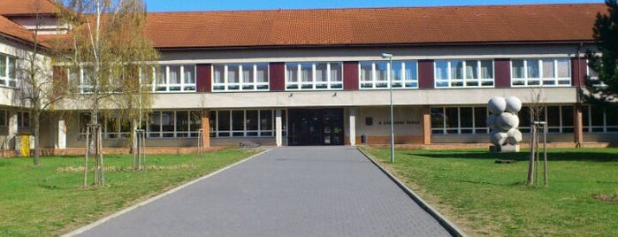 2. základní škola is one of Místa v Napajedlích.